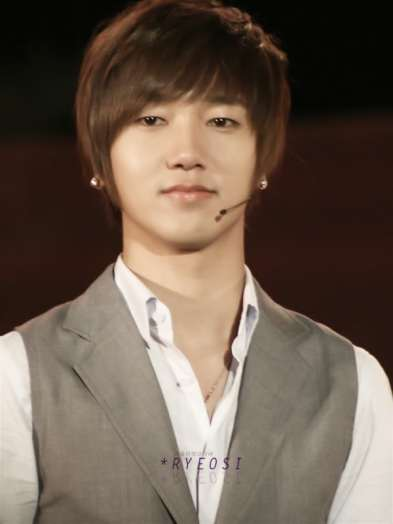 http://hallyuwavezone.files.wordpress.com/2011/01/yesung64.jpg